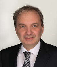 Herr HeinriPflegedienstdirektion: Herr Jörg Heinrichch